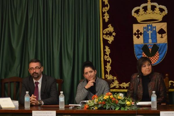 Acto de presentación del libro sobre Historia de Villalba del Alcor (autora)