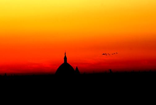 Panorámica de la ermita de Santa Águeda de Villalba del Alcor al anochecer