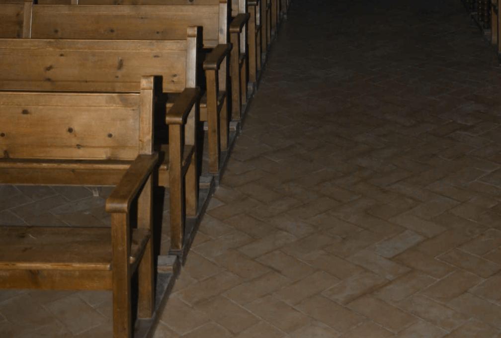 Detalle de los bancos de la iglesia de san Bartolomé de Villalba del Alcor