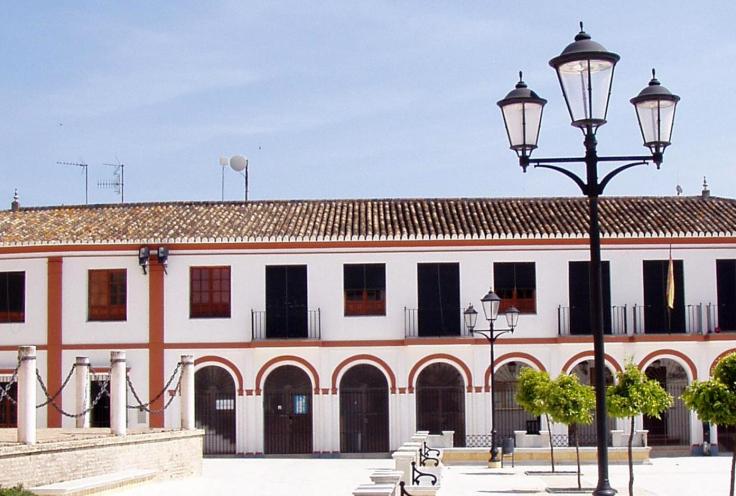 Vista fachada ayuntamiento que fue nuevo pósito de Villalba del Alcor